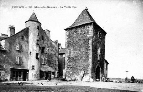 Mur de Barrez -la vieille tour-